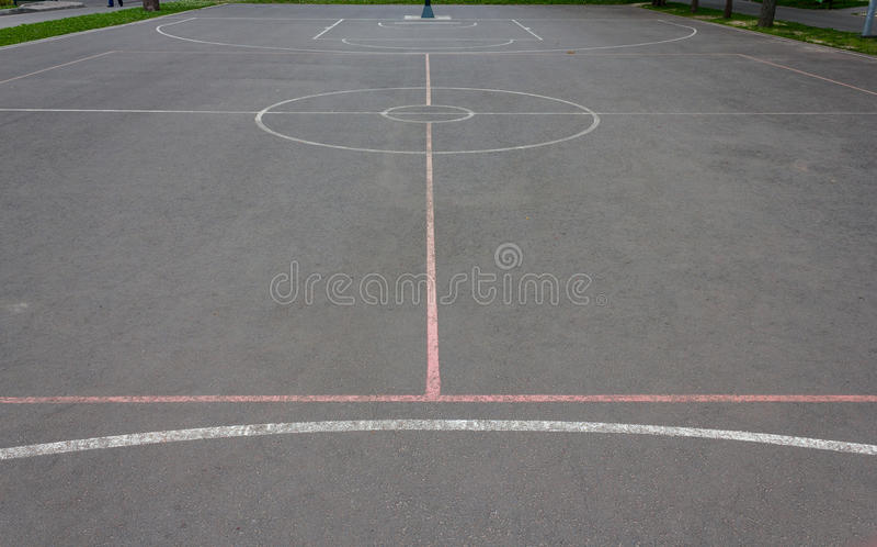 Basketballplatzmarkierungen stockfoto