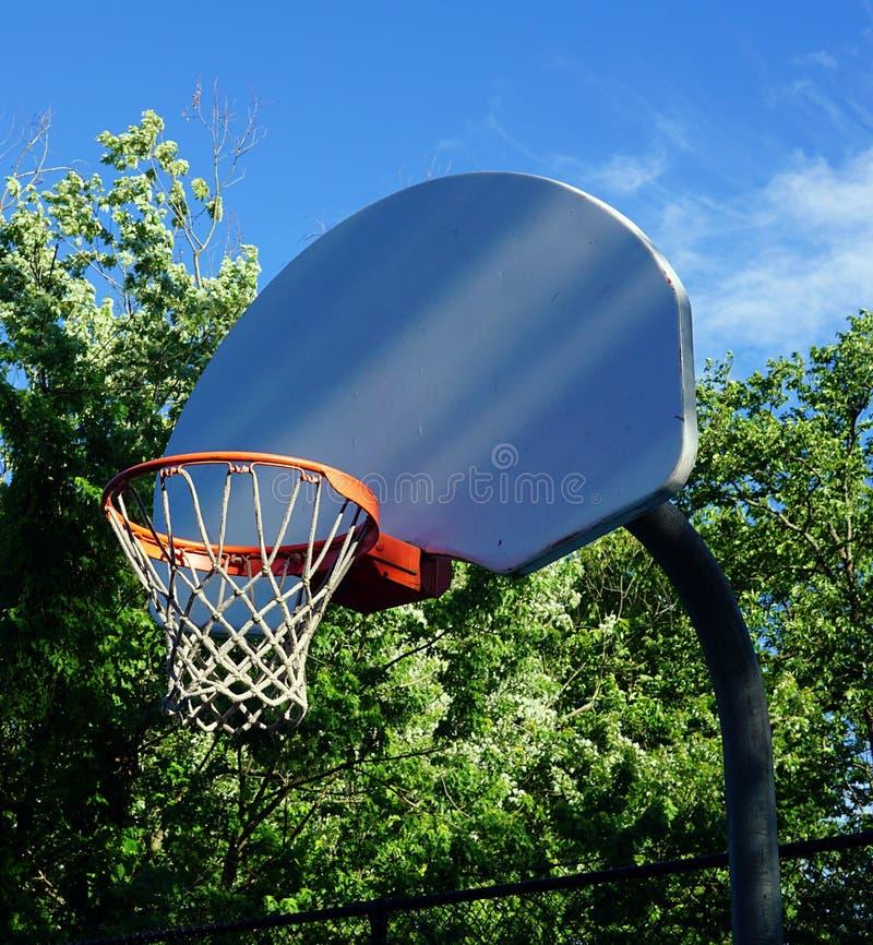 Basketbalrugplank met Zonlicht is weggeschoten dat stock afbeelding