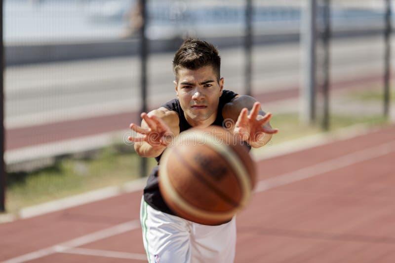Basketbalspeler royalty-vrije stock afbeelding