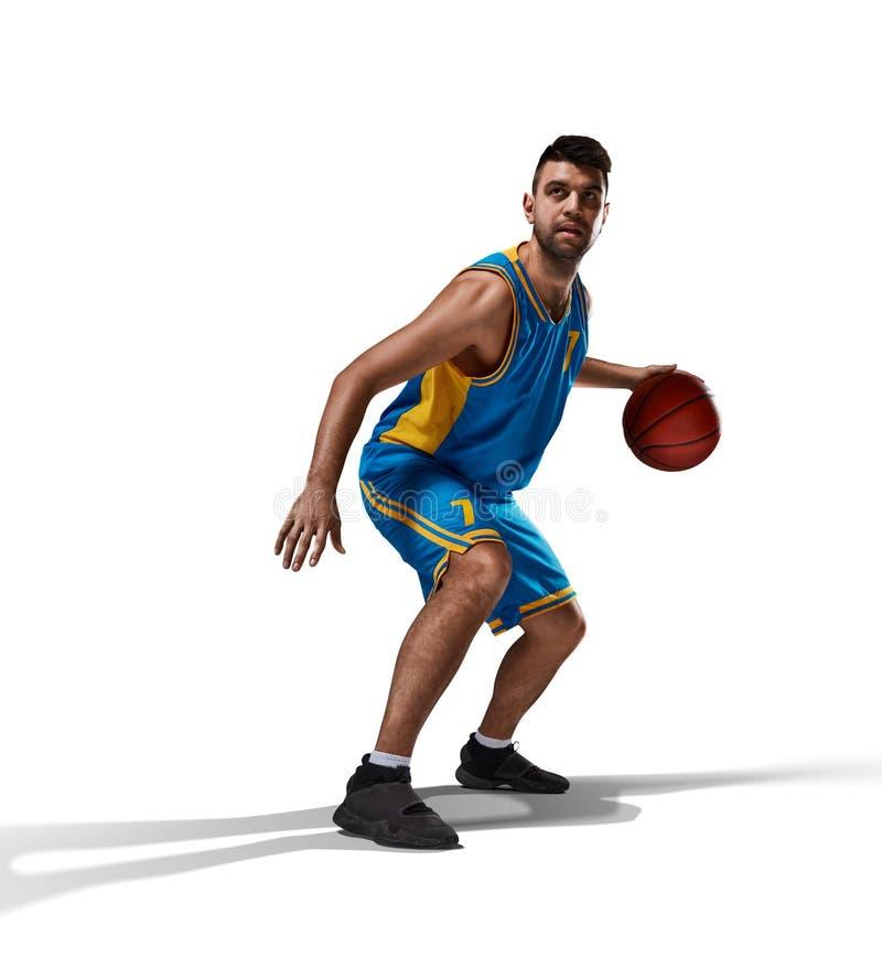 Basketbalspeler in actie op wit wordt geïsoleerd dat stock foto
