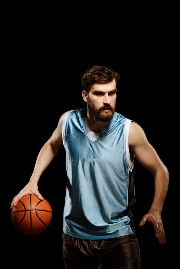 Basketbalspeler in blauwe eenvormig stock fotografie