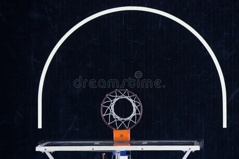 Basketbeslag på svart, domstol för bästa sikt royaltyfria bilder