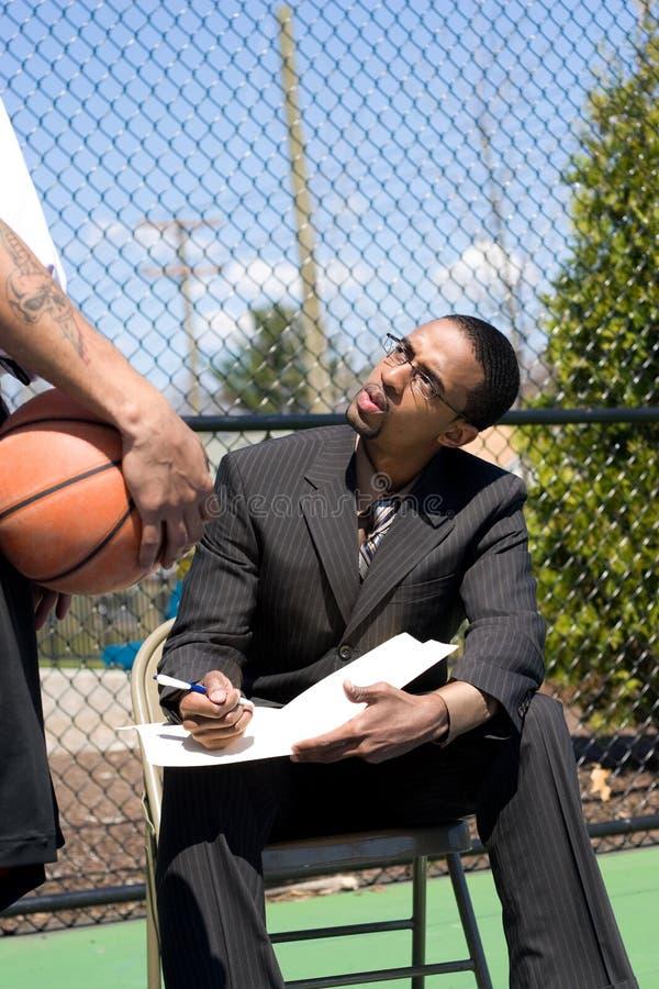 basketcoachning arkivbilder
