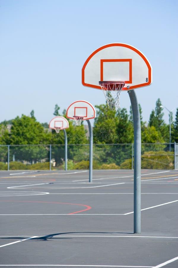 basketdomstol arkivbild