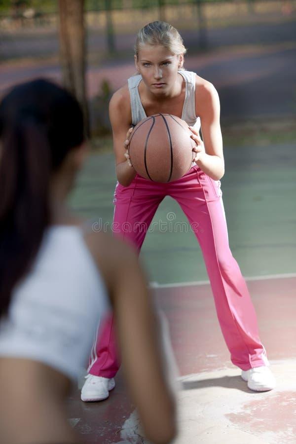 basketkvinnligspelare royaltyfria foton