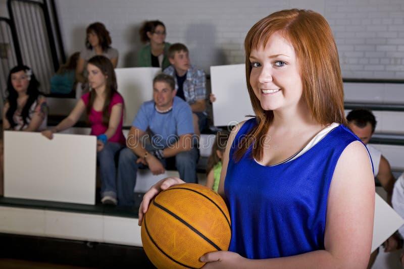 basketkvinnligspelare arkivfoton