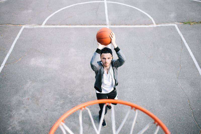 Basketspelarna royaltyfri bild