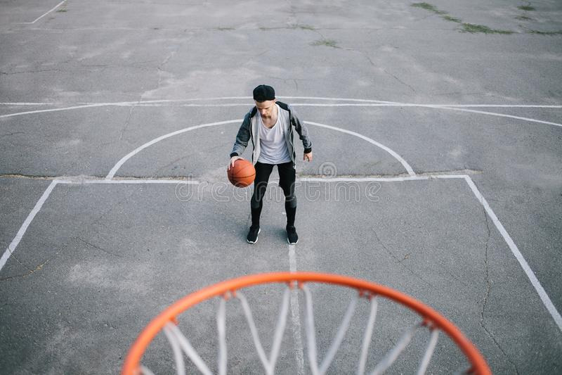 Basketspelarna arkivbilder
