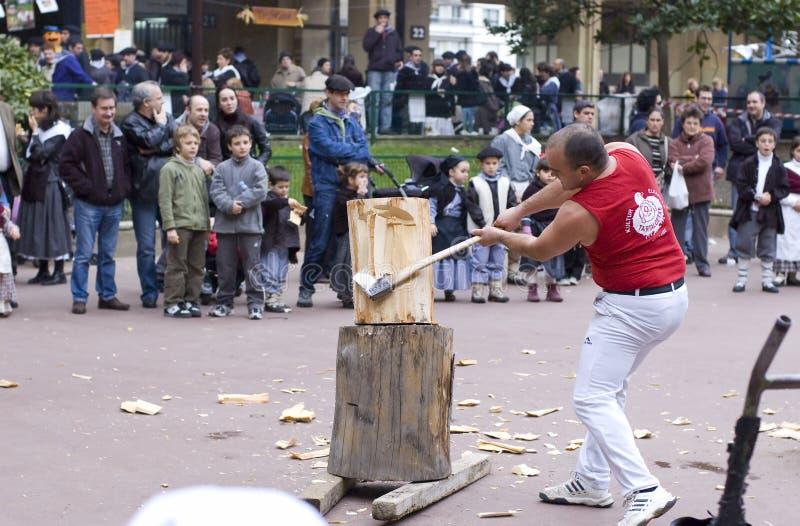 Download Baskische Landelijke Sporten Harrijasotzaile, Aizkolari, Houten-hakt Redactionele Fotografie - Afbeelding bestaande uit spanje, land: 54078092