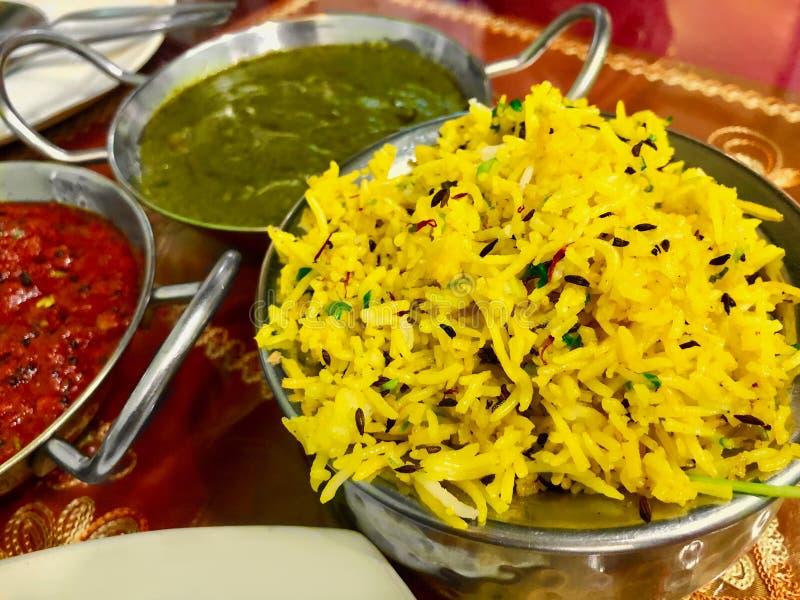Basmati rijst met Kippenmasala en Palak-paneer-Spinazie met kwark stock afbeelding
