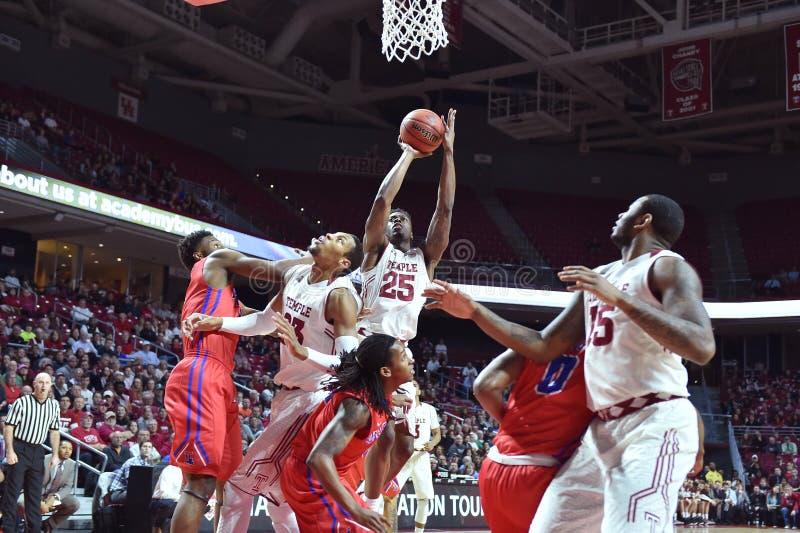 2015 basquetebol do NCAA - Templo-La dos quartos de final da LÊNDEA tech fotografia de stock royalty free