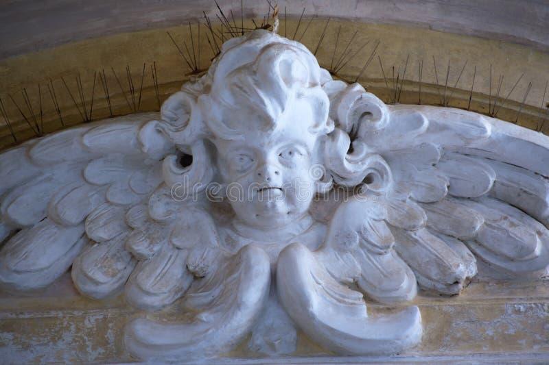 Basrelief av en ängel i Pozzuoli den gamla domkyrkan royaltyfria foton