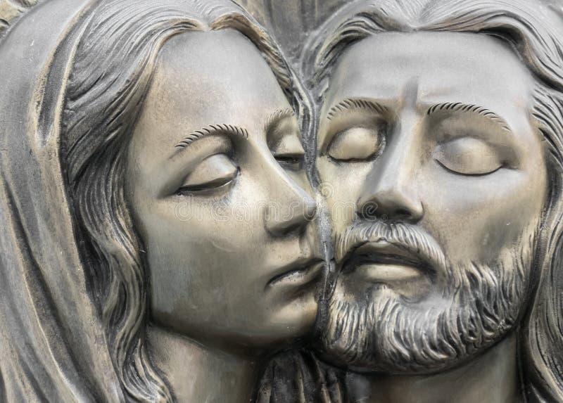 Basrelief i brons som föreställer medlidandet av Michelangelo royaltyfri bild