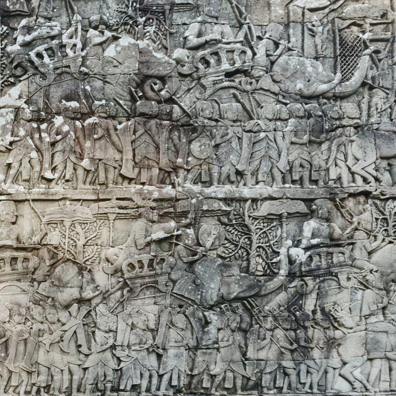 Basrelief på den Bayon templet i Angkor Thom för den cambodia för angkoren skördar banteay lotuses laken siemsreytempelet cambodi royaltyfri fotografi