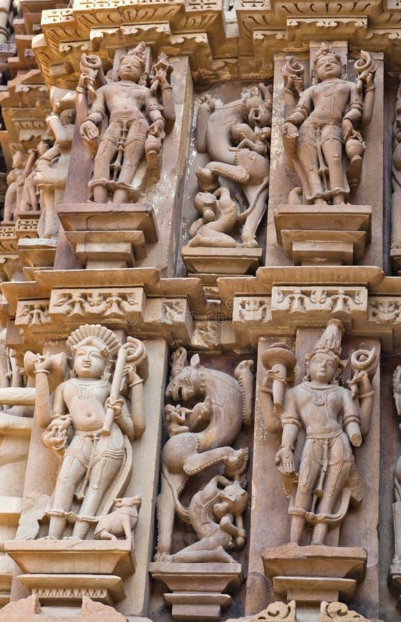 Basrelief på den berömda forntida templet i Khajuraho, Indien arkivbilder