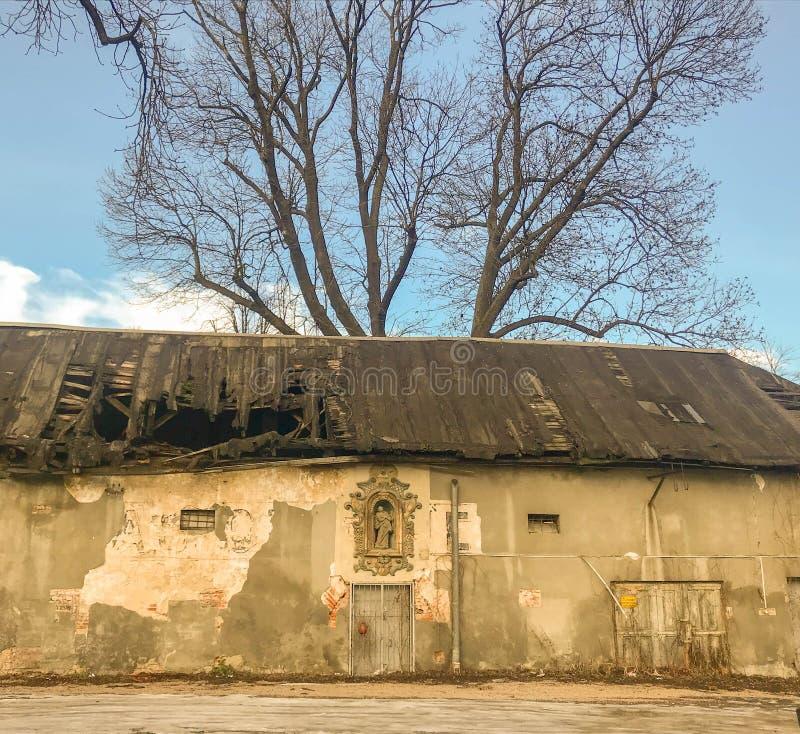 Basrelief på en gammal byggande fasad, gammal stad, Krakow, Polen arkivfoto