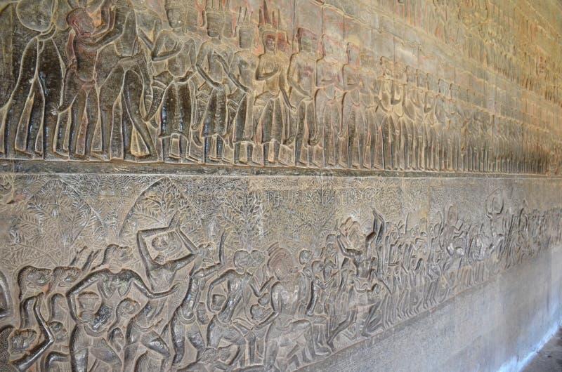 Basreliefskulptur som visar platser från livet av en khmer fotografering för bildbyråer