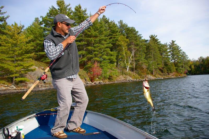 Bass Fishing di grande apertura fotografie stock