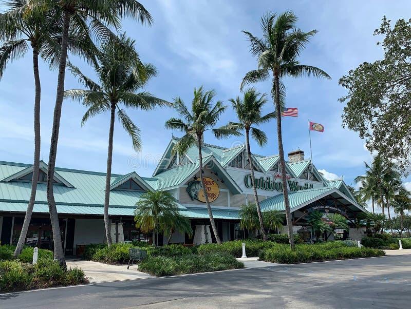 Bass Pro Shop en Dania Beach, la Florida fotos de archivo
