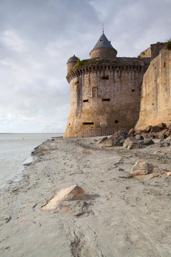 Bassa marea all'abbazia di Mont Saint Michel, Francia fotografia stock libera da diritti