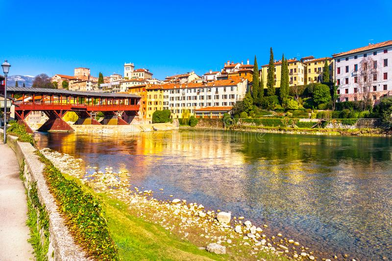 Bassano del Граппа, старый мост также известный как мост Alpin стоковые изображения