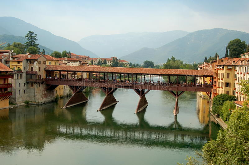 Download Bassano Del Grappa, Italia: Ponte Del XIII Secolo Coperto Fotografia Stock Editoriale - Immagine di secolo, coperto: 30825853