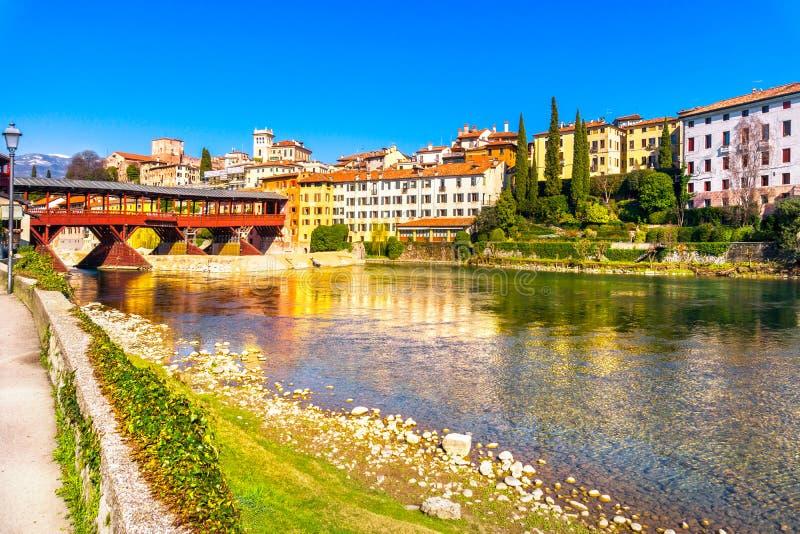 Bassano del Grappa, ponte velha igualmente conhecida como a ponte do Alpin imagens de stock