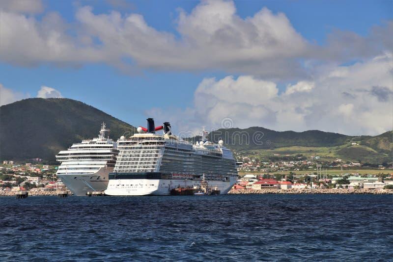 Basseterre St Kitts - 1/24/2018 - karnevalerövringen och skepp för kändisdagjämningkryssning anslöt i port Zane, St Kitts royaltyfri fotografi