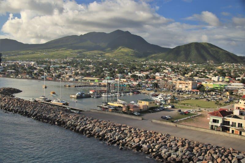 Basseterre St Kitts - 1/24/2018 - kryssa omkring port och terminalen i St Kitts royaltyfria bilder