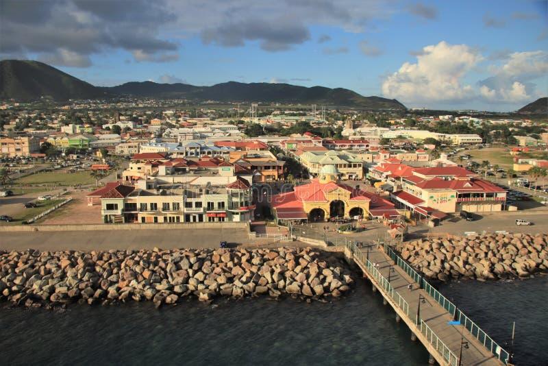 Basseterre St Kitts - 1/24/2018 - kryssa omkring port och terminalen i St Kitts royaltyfri foto