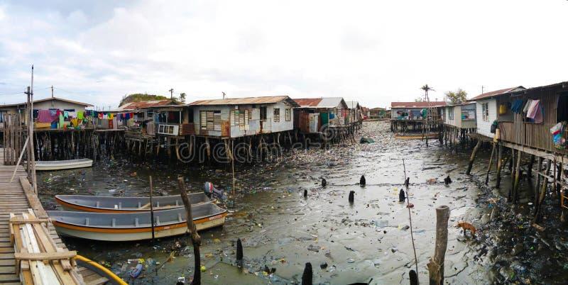 Bassifondi al villaggio di Hanuabada alle periferie di Port Moresby, Papuasia Nuova Guinea fotografie stock libere da diritti