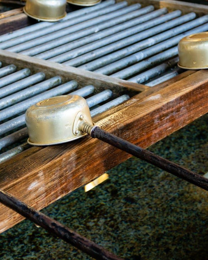Bassin de purification avec les poches en bambou photos libres de droits