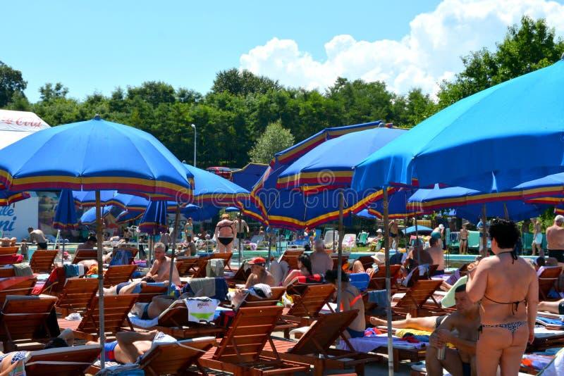 Bassin de station thermale et d'eau dans Persani la Transylvanie photographie stock libre de droits
