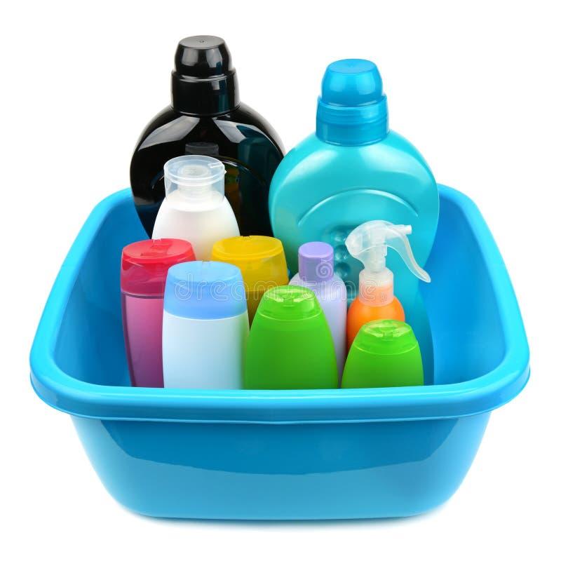 Bassin en een fles van shampoo en zeep stock fotografie