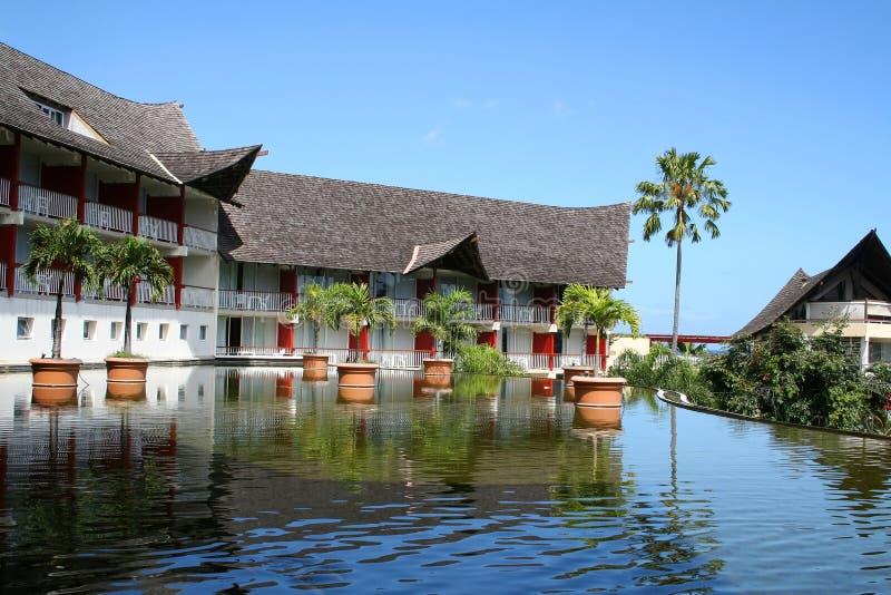 Bassin vóór een hotel royalty-vrije stock afbeelding
