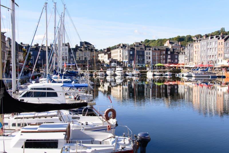Bassin van le vieux in Honfleur Normandië stock foto's