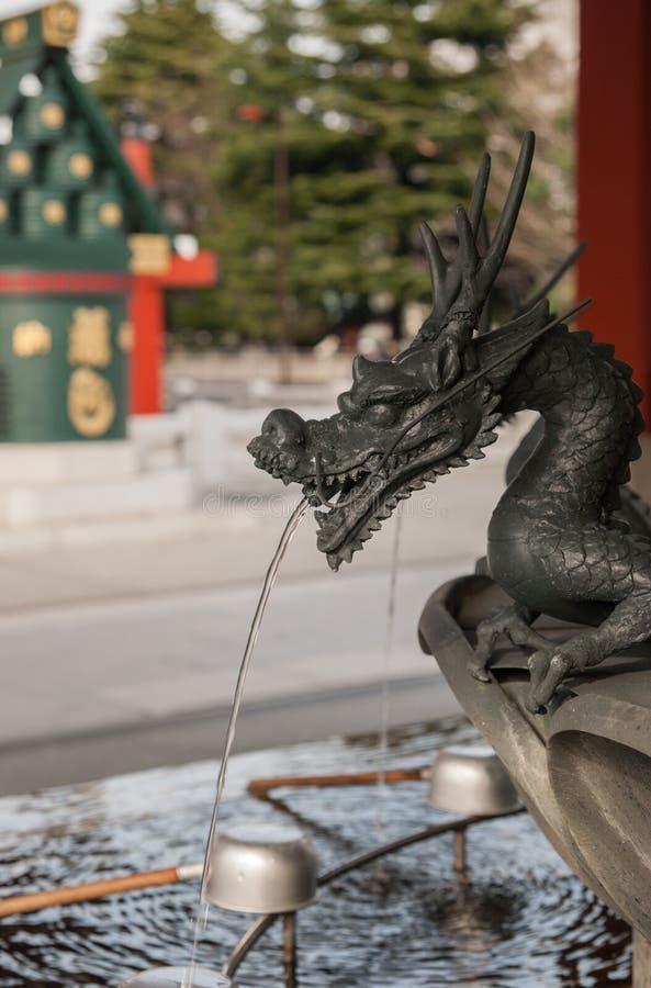 bassin voor geestelijke reiniging in Sensoji-Tempel, Tokyo royalty-vrije stock foto