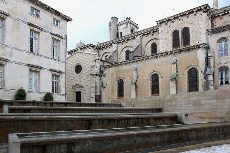 Bassins et eau cascade dans Nîmes, France photos libres de droits