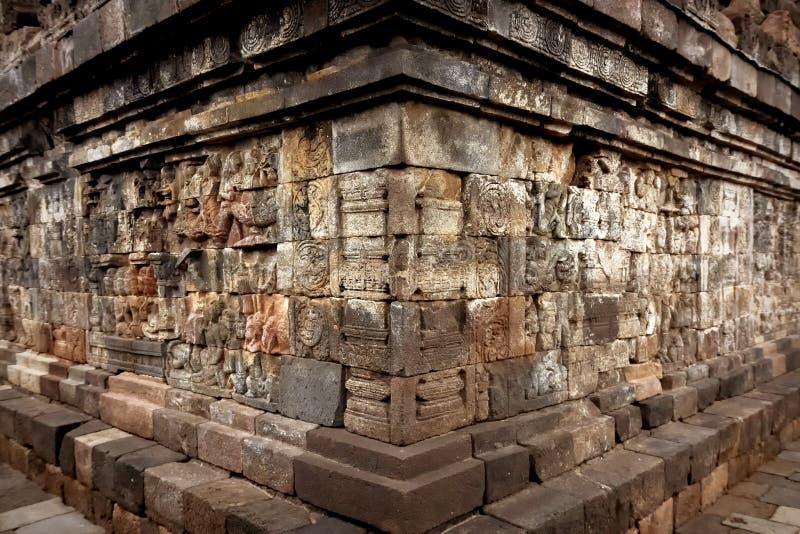 Bassorilievi antichi sulle pareti del tempio di Borobudur l'indonesia immagini stock libere da diritti