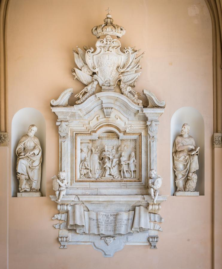 Bassorilievo con l'incoronazione di Carlo III di Borbone nel portico della cattedrale di Palermo La Sicilia, Italia, immagine stock libera da diritti