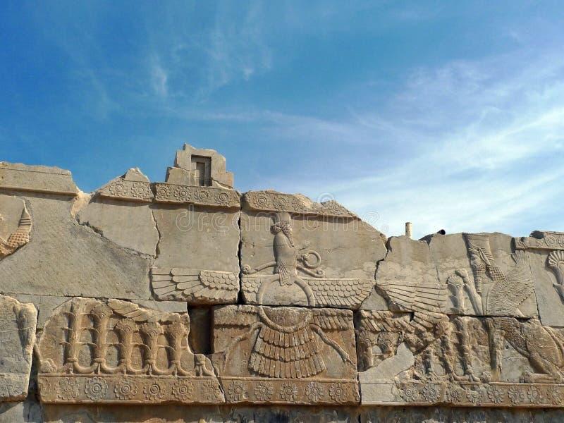 Bassorilievo di Ahura Mazda, Persepolis, Iran fotografia stock