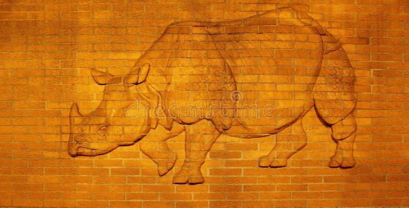 Bassorilievo di rinoceronte allo zoo di Berlino fotografia stock