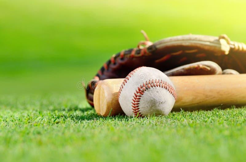 Bastão de beisebol, esfera e luva imagem de stock