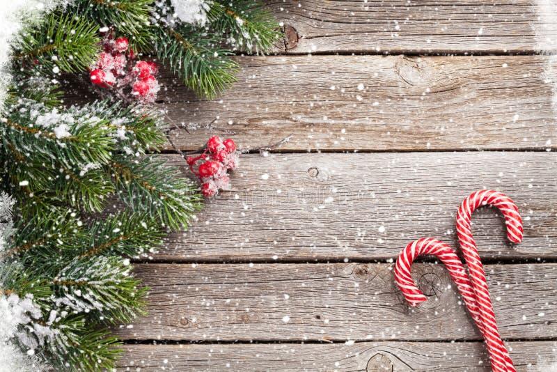 Bastão de doces do Natal e árvore de abeto imagens de stock