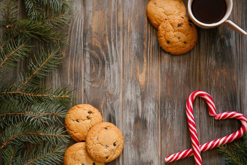 Bastón de caramelo de la galleta del café de la decoración del día de fiesta del Año Nuevo foto de archivo libre de regalías
