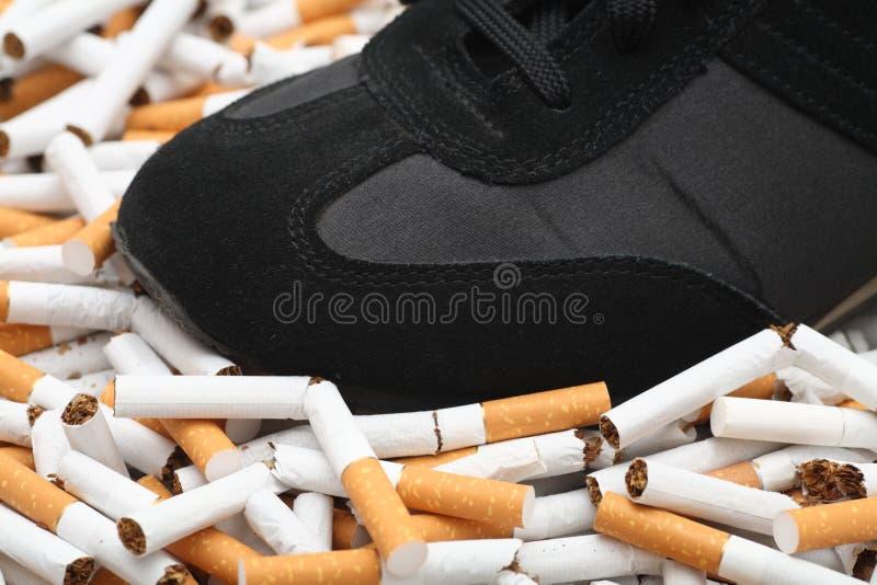 ¡Bastantes! ¡El fumar abandonado! fotos de archivo libres de regalías