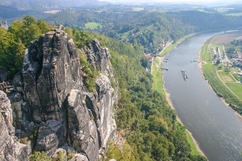 Bastei con il fiume Elba in Sassonia fotografia stock