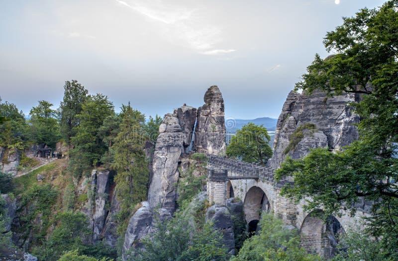 Basteibrug en rotsenlandschap Saksisch Zwitserland Duitsland royalty-vrije stock afbeeldingen