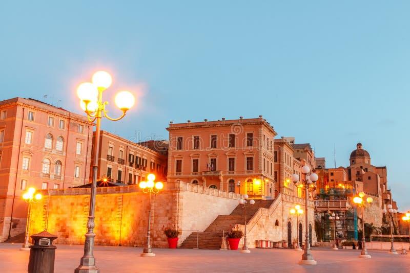 Bastião da manhã da cidade de Cagliari e a vista dela com um panorama da cidade de Sardinia imagens de stock