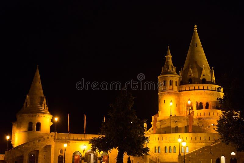 Bastião de Fishermans - Budapest na noite fotografia de stock royalty free